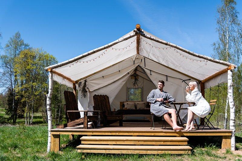 Wild'ness Retreat in Gauja Park - Wild Pine Glamping Tent – semesterbostad i Sigulda