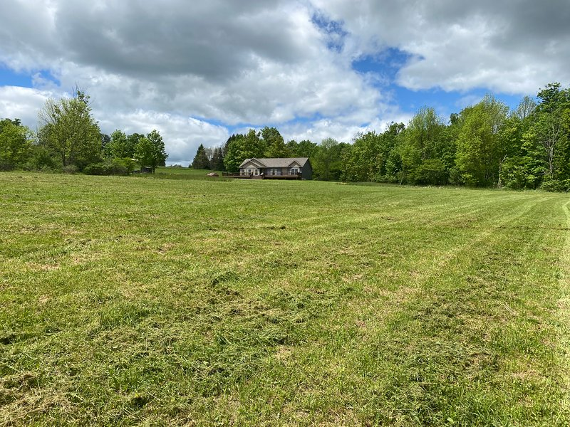 Catskills NY Newly Built The Jefferson Country Estate - 14.31 acres, holiday rental in Stamford