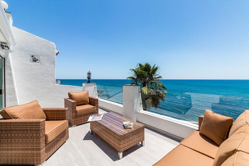 Exclusive Spacious Frontline Villa!, holiday rental in Casares del Sol