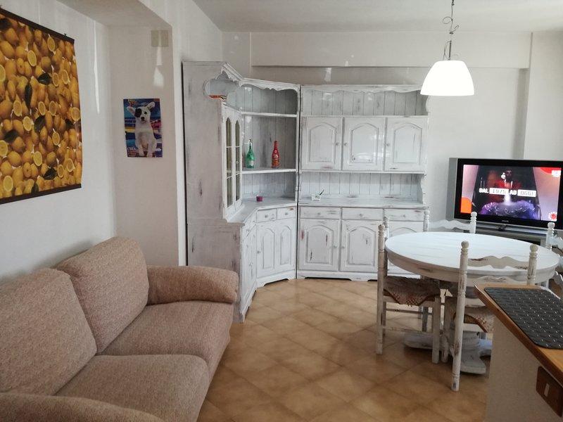 Giotto House, vicinanze mare, 3 vani, 4 persone, aluguéis de temporada em Cecina