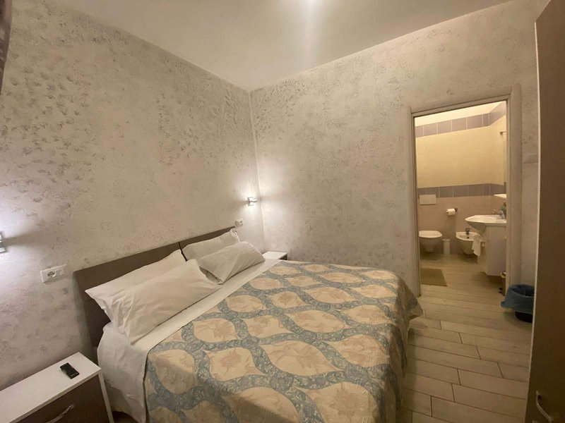 Casa 'SUNRISE'a 10 mt. dal mare Camera Maronti, holiday rental in Cretaio