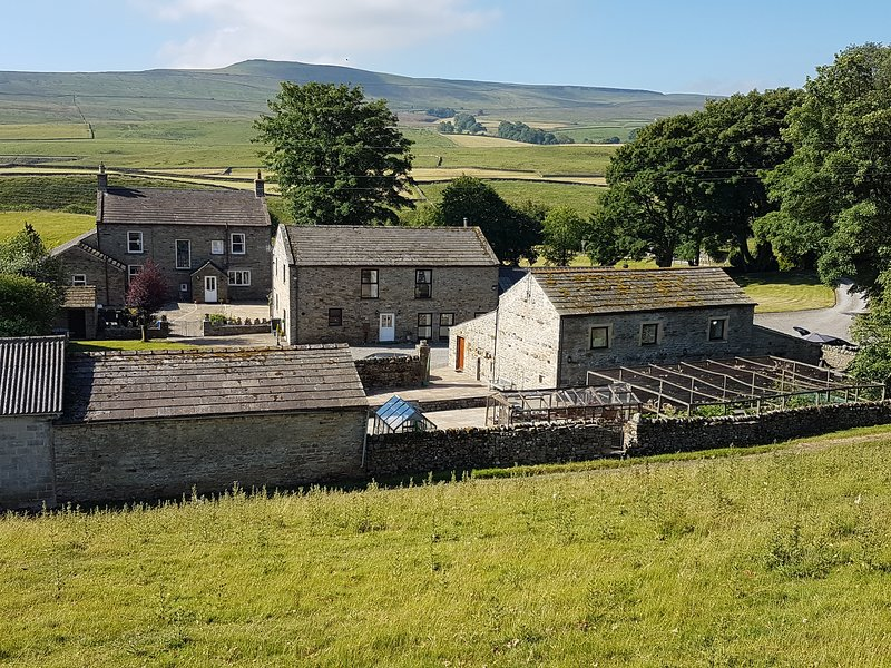 Old Camms Barn Self Catering Accommodation, holiday rental in Raydale