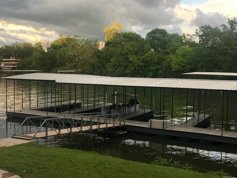Tree House,  fishing off your dock, boat slip, and pet friendly, alquiler de vacaciones en Tuscumbia