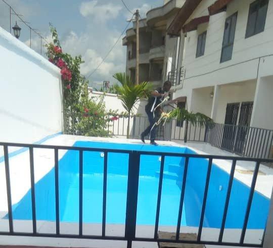 Appartement 3 chambres Haut standing, alquiler de vacaciones en Yaounde