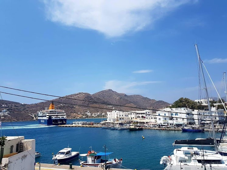 Ios Yacht Front Apartment, holiday rental in Milopotas