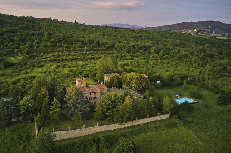 Charming holiday and wedding villas, Wi_fi, pool, cooking lesson, casa vacanza a Badia Agnano