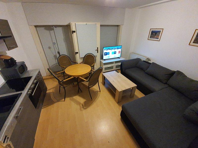 Zentrale EG Wohnung mit Balkon, holiday rental in Eilenburg