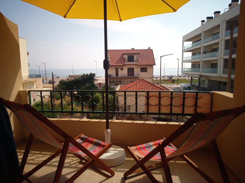 Flat over the sea, 1 minute to the beach, holiday rental in Coimbra District