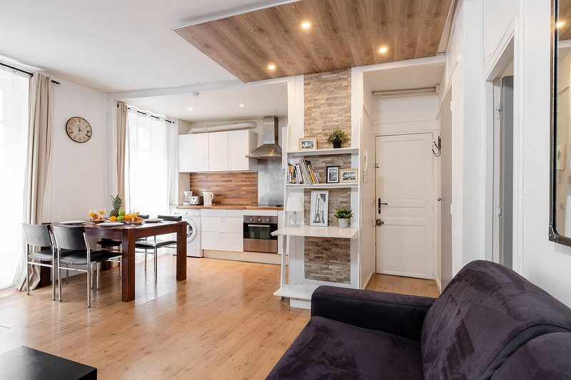 1083.COSY 1BR FLAT IN THE 7TH ARRONDISSEMEENT NEXT TO RUE CLER, holiday rental in Paris