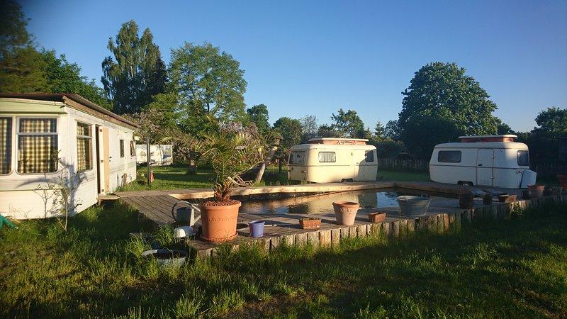 Camping Paradies mit Tiny House und Wohnwagen, zelten zusätzlich möglich!, casa vacanza a Bruessow