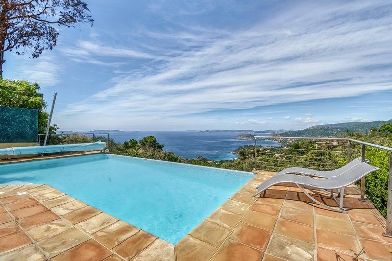 La Maison du Sud - Vue mer et piscine à débordement, casa vacanza a Rayol-Canadel-sur-Mer