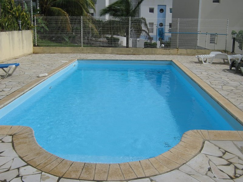 Beautiful house with shared pool, casa vacanza a La Pagerie