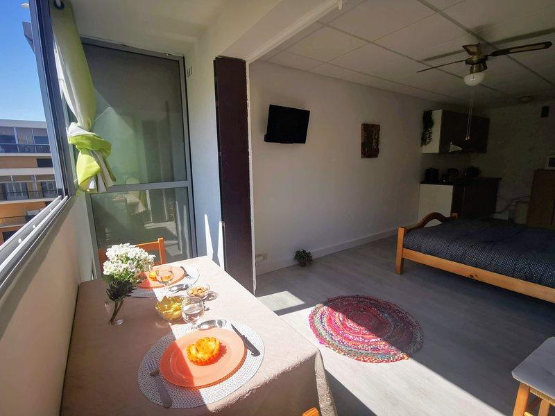 SILVA BEACH - BALARUC LES BAINS - Prox. mer Lumineux et confortable pour 4 pers., aluguéis de temporada em Balaruc-les-Bains