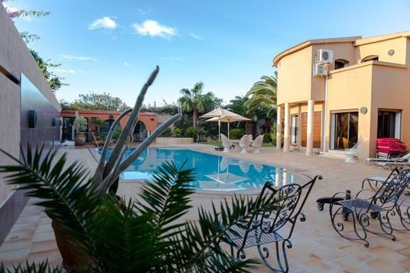 Big villa with swimming-pool & Wifi, vacation rental in Ait Melloul