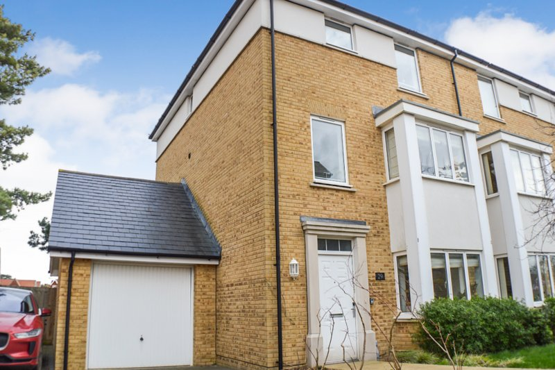 Modern 4 Bedroom Town House Close to City Centre, vacation rental in Petham