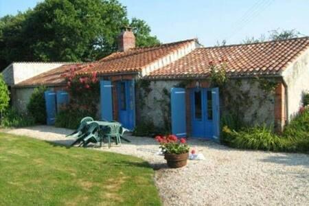 Gîte 6 pers. typique du pays à 25 min. de la mer., vacation rental in Saint-Christophe-du-Ligneron