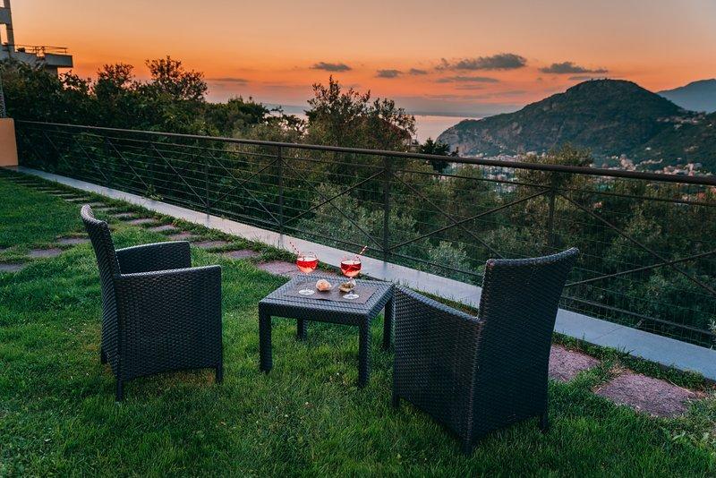 Villa Fanella, independent house between Sorrento & Amalfi Coast, private garden – semesterbostad i Sorrento
