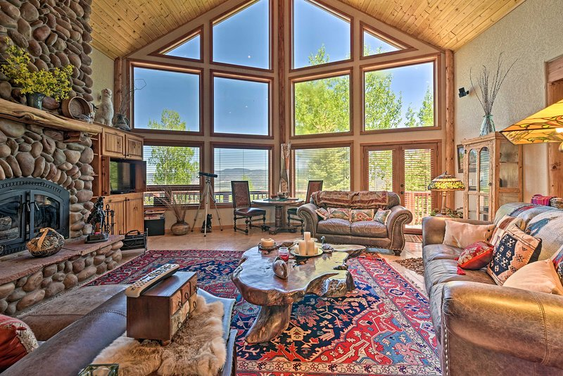 NEW! Spacious Angel Fire Retreat w/Deck+Mtn Views, holiday rental in Angel Fire