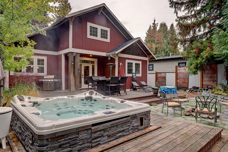 Hummingbird Creek Retreat, alquiler de vacaciones en Salmon Arm
