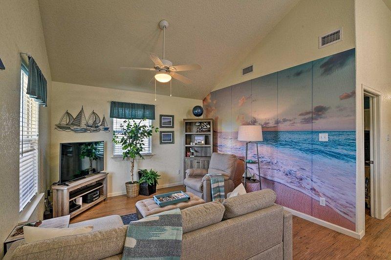 NEW! Surfside Beach Retreat w/ Deck: Walk to Beach, Ferienwohnung in Brazoria