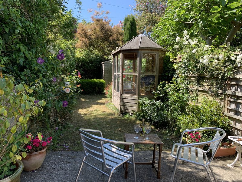 Dove Cottage - Upper Strand Street - A cosy, dog friendly Cottage in the heart o, holiday rental in Sandwich