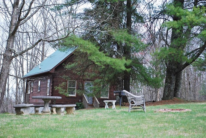 Birch-On the Parkway-Pet Friendly, Hiking Nearby, Blue Ridge Parkway, sightseein, aluguéis de temporada em Hays