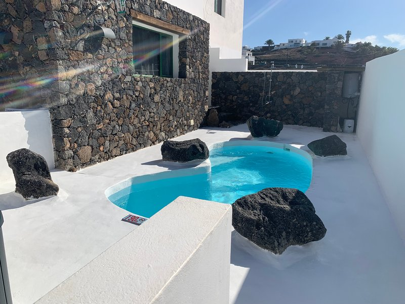 Apartment with private pool and jacuzzi, holiday rental in Tinajo