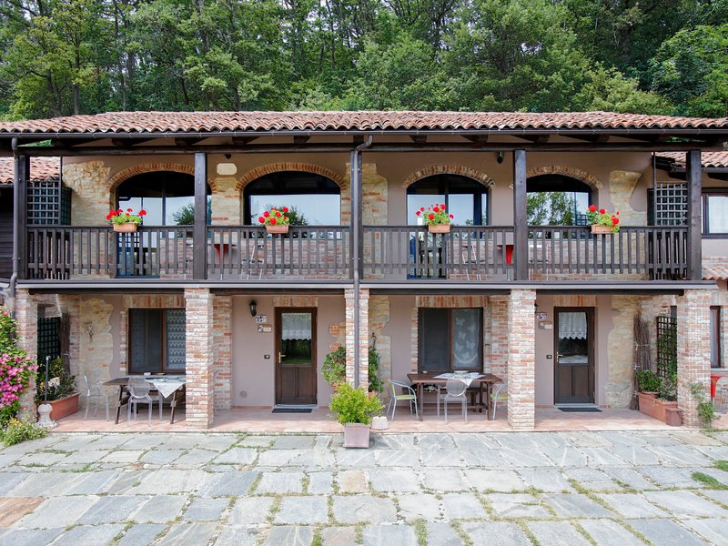 Giallo (SVN105), vacation rental in Levice