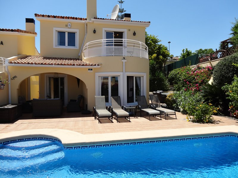 Luxury villa, Gata De Gorgos, Private pool, air con, wifi, sleeps 6. Stunning., location de vacances à Denia