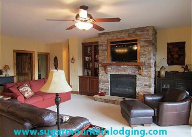 2/2 Condo-The Lodges at Elkmont, in Banner Elk! Rented by Sugar Mtn Lodging, holiday rental in Banner Elk