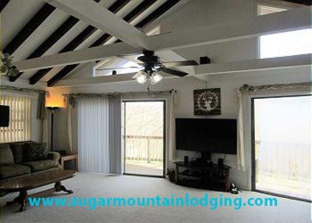 Large 6 Bedroom Family Home near Ski Resort.. Rented by Sugar Mtn Lodging, holiday rental in Banner Elk