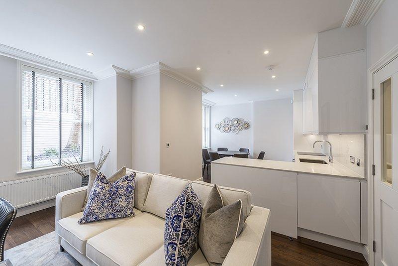 Luxury Three Bedroom - Flat 131 (Lower Ground Floor), alquiler de vacaciones en Chiswick