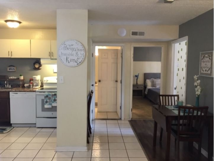 2 Bed/ 1 Bath efficiency Apartment- Close to Downtown!, holiday rental in Rossville