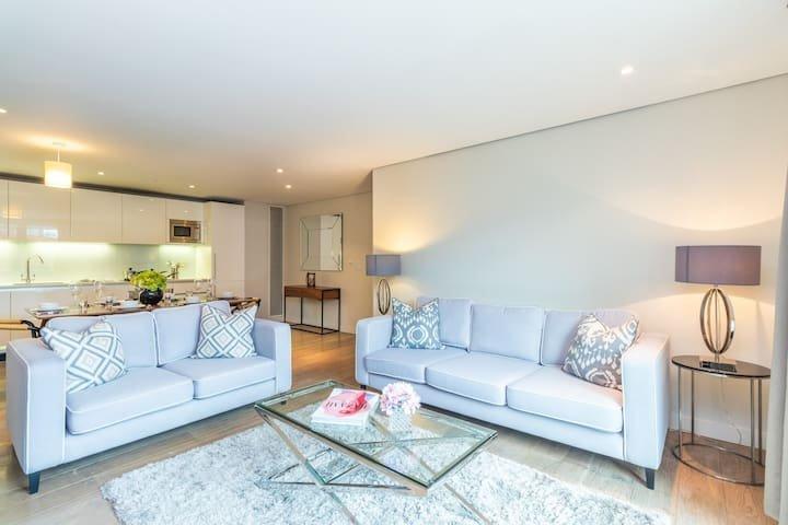 Stylish three-bedroom Paddington apartment with stunning London views, holiday rental in Willesden