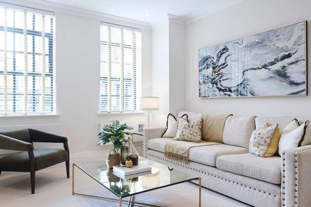 Exquisite Two Bedroom Apartment By The Thames, holiday rental in Hounslow