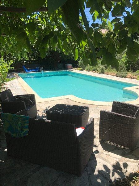 Maison sur terrain clos arboré avec piscine privative, holiday rental in Brouzet-les-Quissac