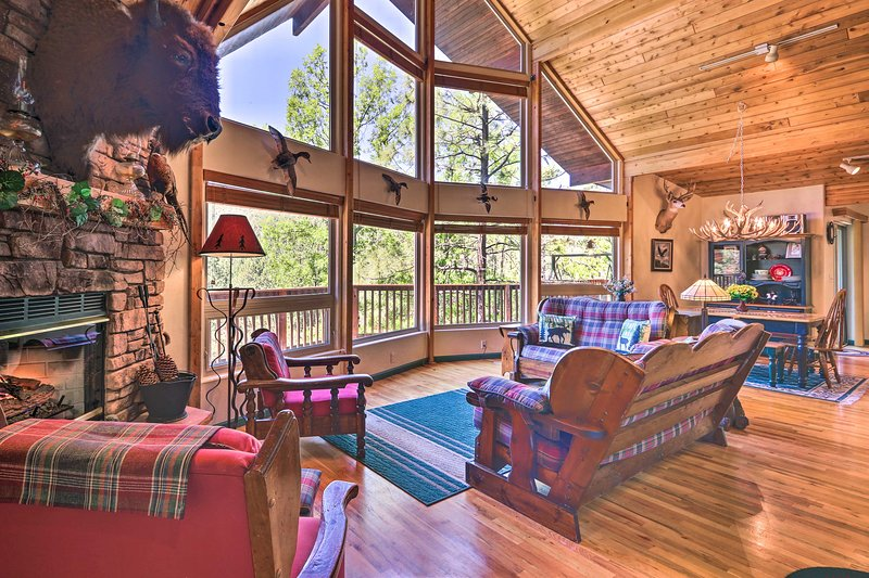 NEW! Rim Country Retreat w/Multi-Level Deck & View, alquiler vacacional en Star Valley
