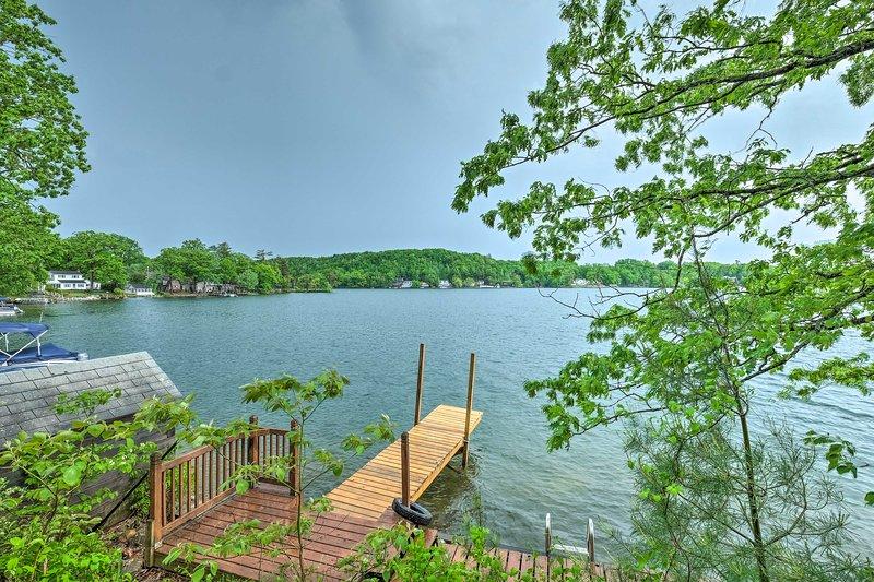 NEW! Quiet Cabin on Glen Lake w/ Boat Dock & Deck!, holiday rental in Hadley