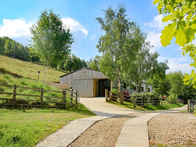 ROWAN BANK, open-plan, countryside views, near Keighley, holiday rental in Silsden