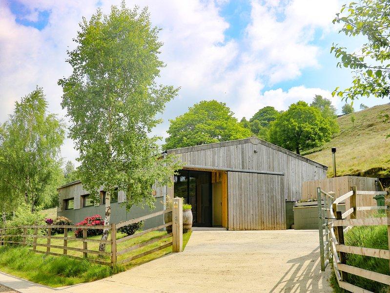ASH BANK, countryside views, hot tub, near Keighley, holiday rental in Silsden