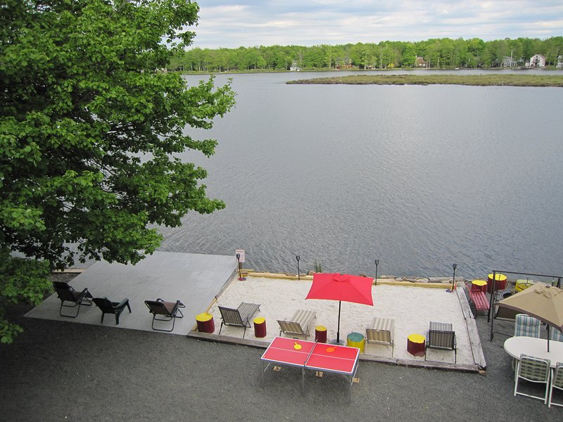 Bass-esquisite Lakefront Cottage, vacation rental in Tobyhanna
