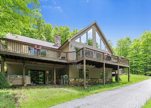 Peace, Quiet and Plenty of Space. Check Out Eagles View!!, holiday rental in Canaan Valley
