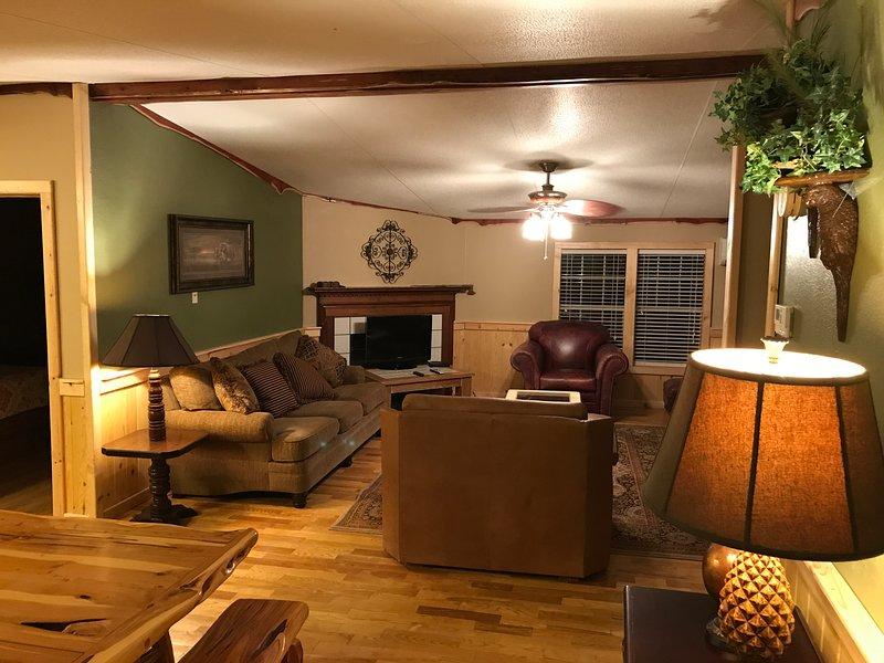 Ella's Guest Lodge, vacation rental in Sabinal