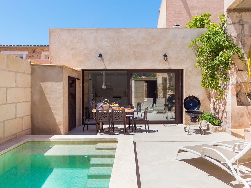 Can Vanrell - Cozy town house with private pool in Mallorca, holiday rental in Maria de la Salut