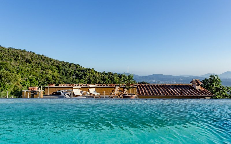Relais Ponzano, near Cinque Terre with private pool, vakantiewoning in Santo Stefano di Magra