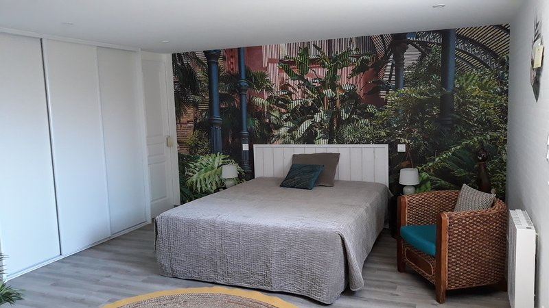 chambre d'hôte indépendante de notre maison au calme dans un chemin privé, holiday rental in La Garnache