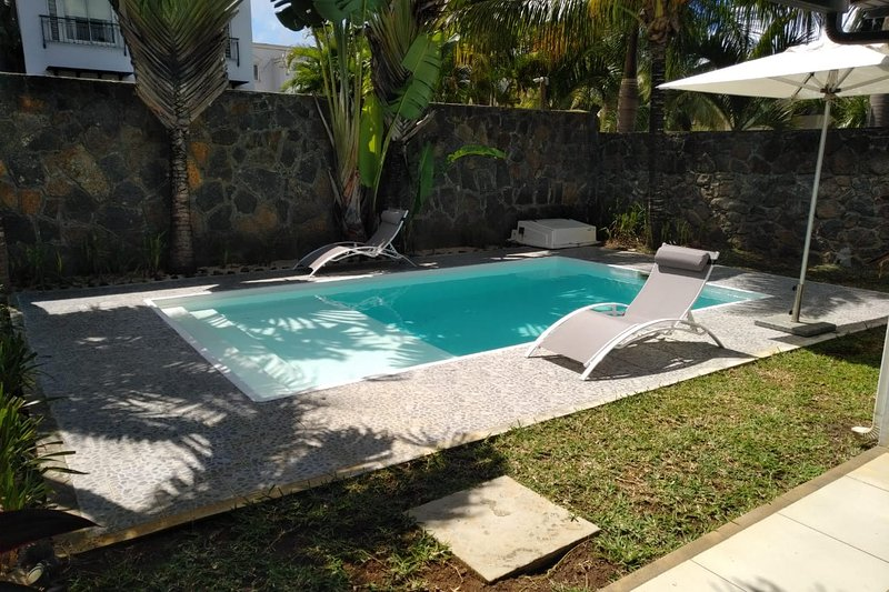 Plage Bleue 3 Bedrooms Villa, holiday rental in Trou aux Biches