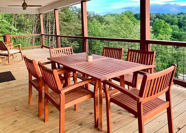 French Broad River Views from Elevated Deck & Hot Tub! Minutes to Downtown, holiday rental in Woodfin