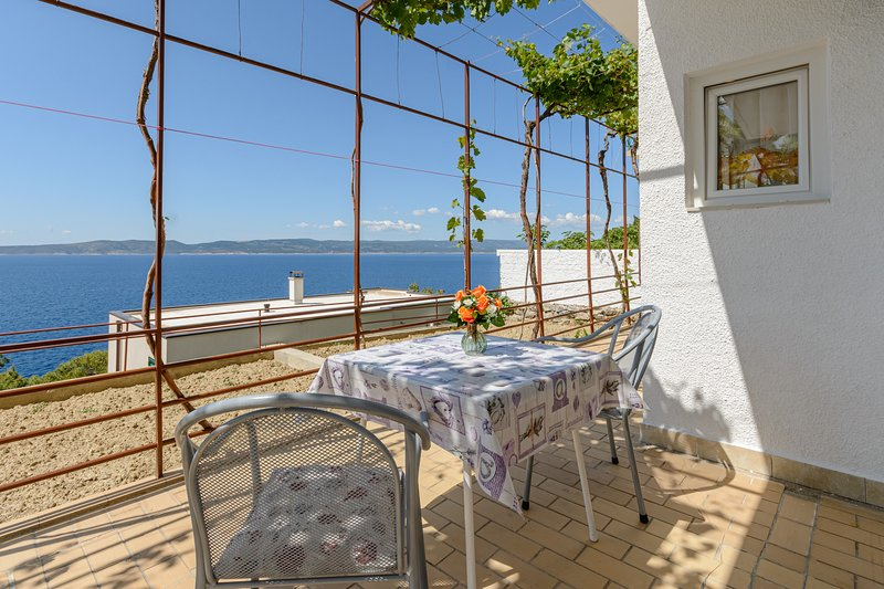 Rooms Sani- Double Room with Terrace and Sea View (S2), vacation rental in Brela