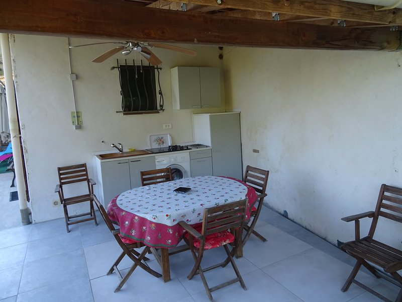 Apartment with shared pool, vacation rental in Colomars